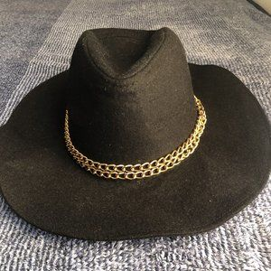GUESS black wide brim hat w gold chain detail